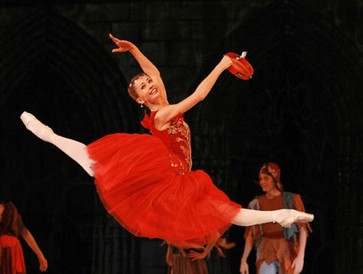 Esmeralda ballet at The Kremlin Theatre, source: http://www.mk.ru/culture/2013/06/07/866281-putinyi-tak-volnovalis-izza-razvoda-chto-ne-posmotreli-vtoroy-akt-baleta.html