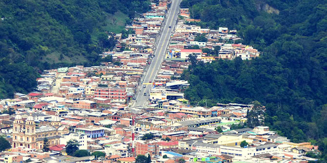 Cajamarca stretches up the slopes of Tolima's rugged landscape (Alejandro Bayer Tamayo, CC BY-SA 2.0)